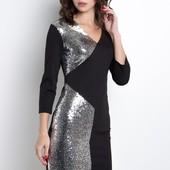 Эффектное платье-мини с ассиметричными вставками из пайетоек