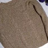 Мягкий свитер с косичками
