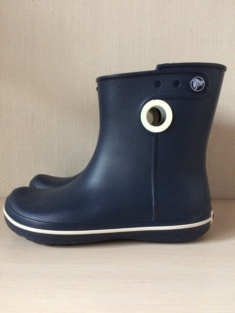 Новые сапоги crocs jaunt shorty boot оригинал кроксы фото №1