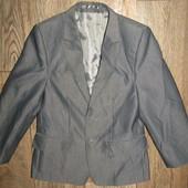 стильный пиджак мальчику рост 122 сост нового