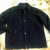 Мужское шерстянное итальянское   пальто . Красивый темно синий цвет .  Размер 44.  Будет на хл-ххл