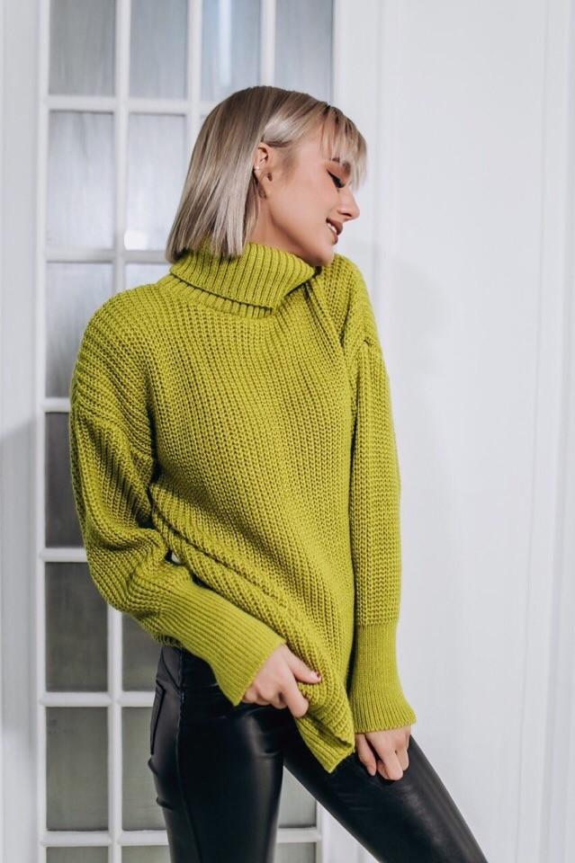 Женский теплый и яркий свитер фото №1