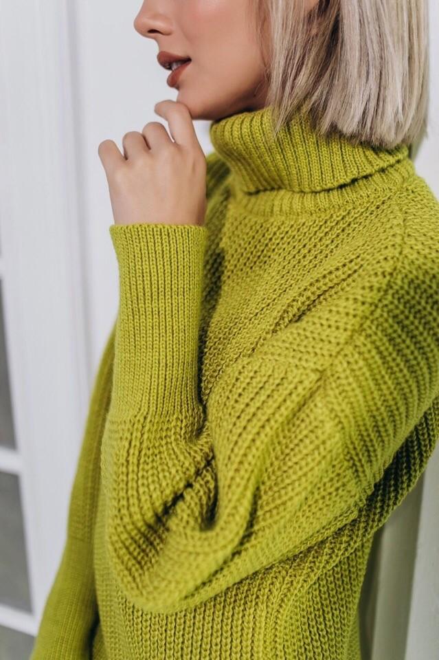 Женский теплый и яркий свитер фото №3