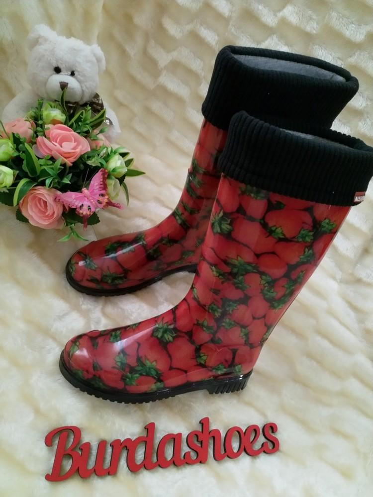 Женские резиновые сапоги утеплённые съёмный носком клубничка фото №1