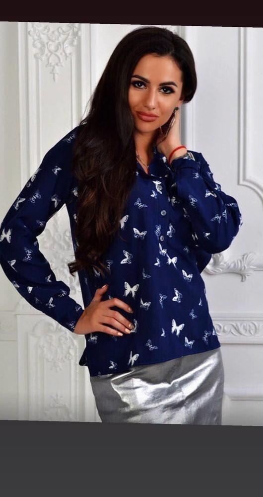 Женская рубашка в бабочки. фото №1