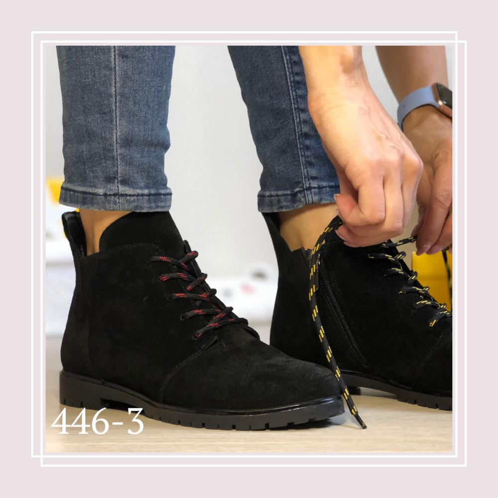 Женские демисезонные ботинки натуральная черная замша, цветные шнурки фото №1