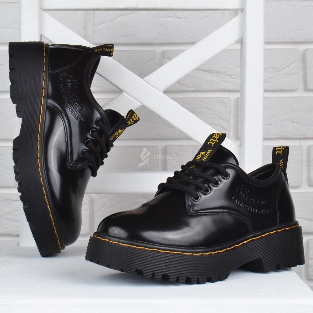 Ботинки женские на платформе dr.martens style мартенсы стиль черные лакированные фото №1