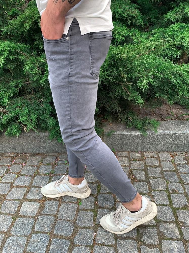 Серые джинсы фото №1