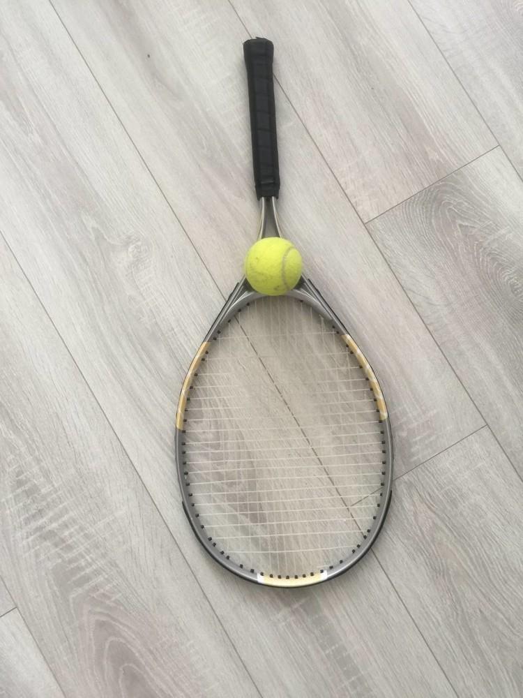 Теннисная ракетка и мяч фото №1
